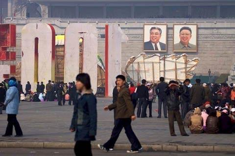 Bảo vệ ảnh lãnh tụ, cô bé Triều Tiên hi sinh - 1