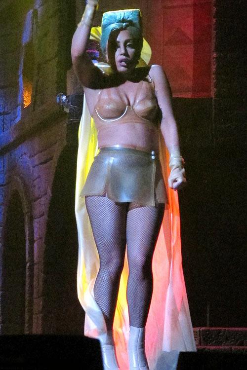 Lady Gaga gợi lại váy thịt bò sống - 11