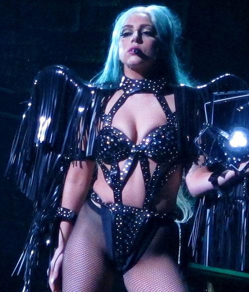 Lady Gaga gợi lại váy thịt bò sống - 12