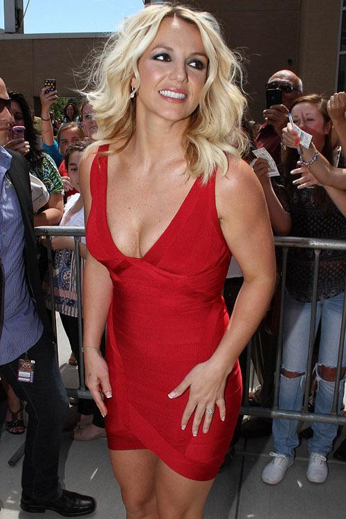 Britney Spears gợi cảm làm giám khảo - 2