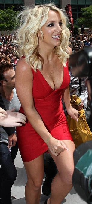 Britney Spears gợi cảm làm giám khảo - 4
