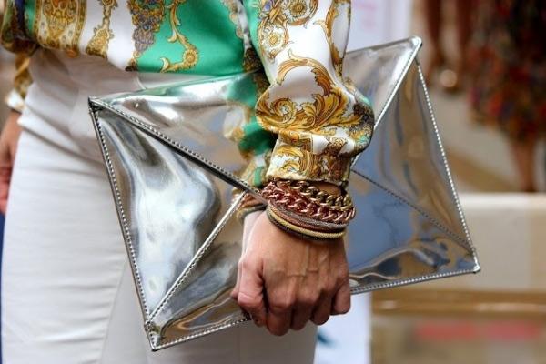 Tôn vẻ sang trọng với họa tiết khăn lụa - 7