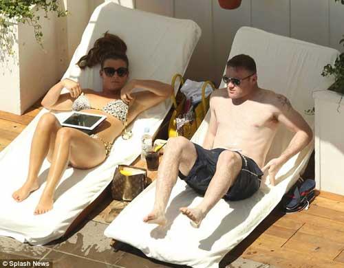 Vợ chồng Rooney du hý giải sầu Euro - 5