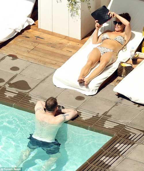 Vợ chồng Rooney du hý giải sầu Euro - 8