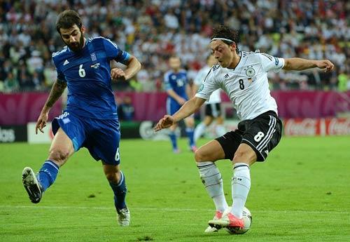 Nhà cái: Ozil tỏa sáng, Đức hạ Italia - 1