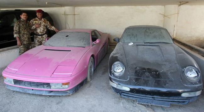 Chiếc Testarossa màu hồng, và chiếc Porsche 911 màu đen của Uday Hussein
