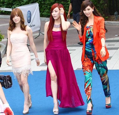 Ông trùm giải trí xứ Hàn điệu đà váy xẻ - 6