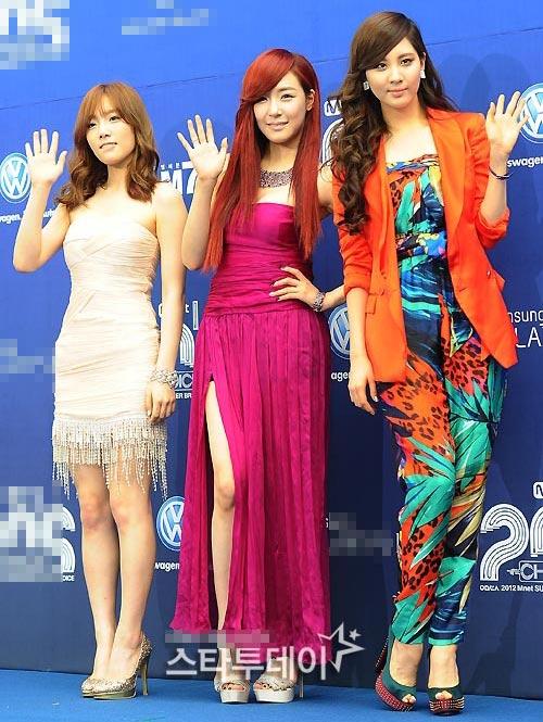 Ông trùm giải trí xứ Hàn điệu đà váy xẻ - 7