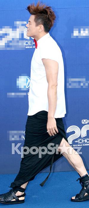 Ông trùm giải trí xứ Hàn điệu đà váy xẻ - 3