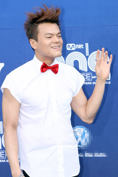 Ông trùm giải trí xứ Hàn điệu đà váy xẻ - 1