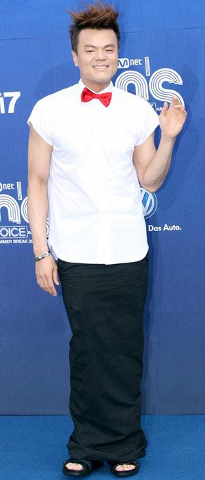 Ông trùm giải trí xứ Hàn điệu đà váy xẻ - 4