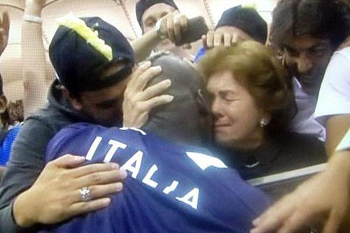 Cha mẹ là động lực của Balotelli - 3