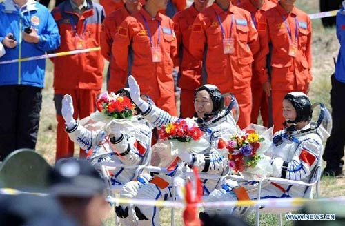 Cận cảnh tàu Thần Châu-9 trở về Trái Đất - 9