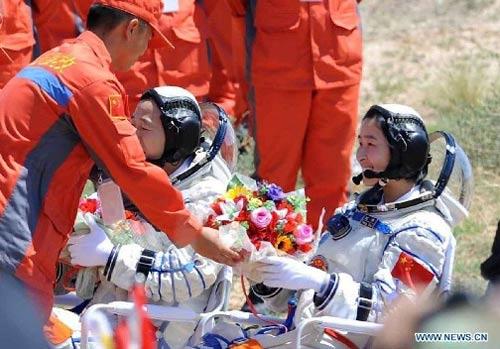 Cận cảnh tàu Thần Châu-9 trở về Trái Đất - 10