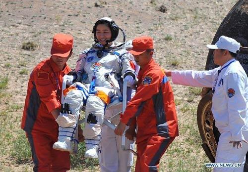 Cận cảnh tàu Thần Châu-9 trở về Trái Đất - 11