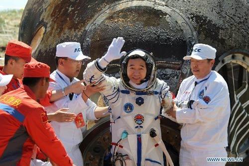 Cận cảnh tàu Thần Châu-9 trở về Trái Đất - 12