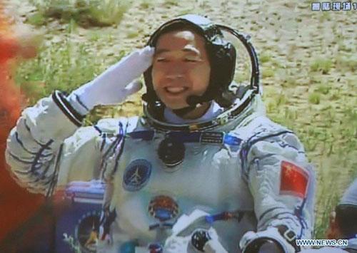 Cận cảnh tàu Thần Châu-9 trở về Trái Đất - 3