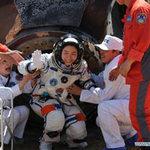 Tin tức trong ngày - Cận cảnh tàu Thần Châu-9 trở về Trái Đất