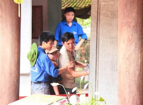 Sinh viên vào mùa 'trông rùa Văn Miếu' - 5