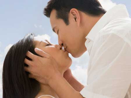 7 ích lợi sức khỏe của nụ hôn - 1