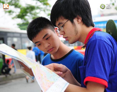 Sĩ tử ùn ùn lên Hà Nội dự thi đại học - 12