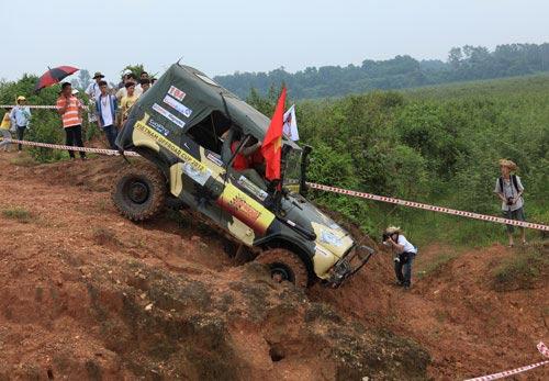 Giải đua xe ô tô địa hình Việt Nam: Kịch tính - 1
