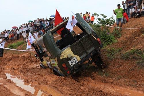 Giải đua xe ô tô địa hình Việt Nam: Kịch tính - 2
