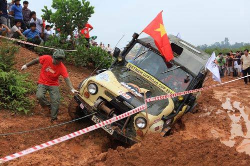 Giải đua xe ô tô địa hình Việt Nam: Kịch tính - 3