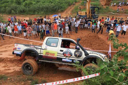 Giải đua xe ô tô địa hình Việt Nam: Kịch tính - 4