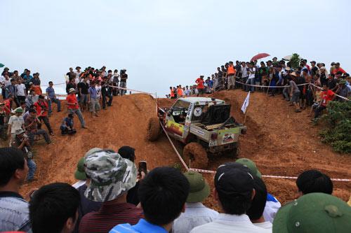 Giải đua xe ô tô địa hình Việt Nam: Kịch tính - 7