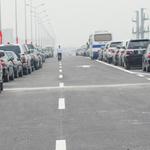 Tin tức trong ngày - Cảnh thông xe đường cao tốc trên không