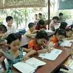 Giáo dục - du học - Lớp học bên hiên trại phong