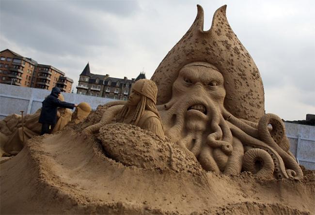 24 tác phẩm nghệ thuật từ cát xuất sắc nhất toàn thế giới vừa được tham gia trưng bày tại một triển lãm đặc biệt