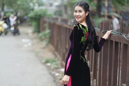 Hà Phương e ấp với áo dài nhung thêu - 10