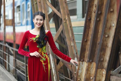 Hà Phương e ấp với áo dài nhung thêu - 2