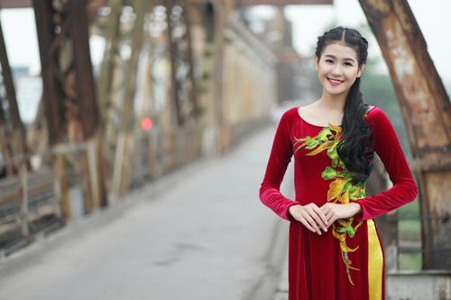 Hà Phương e ấp với áo dài nhung thêu - 4