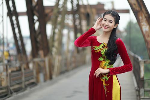 Hà Phương e ấp với áo dài nhung thêu - 5