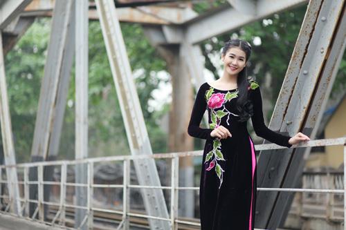 Hà Phương e ấp với áo dài nhung thêu - 6