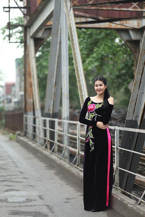 Hà Phương e ấp với áo dài nhung thêu - 7