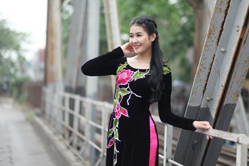 Hà Phương e ấp với áo dài nhung thêu - 8