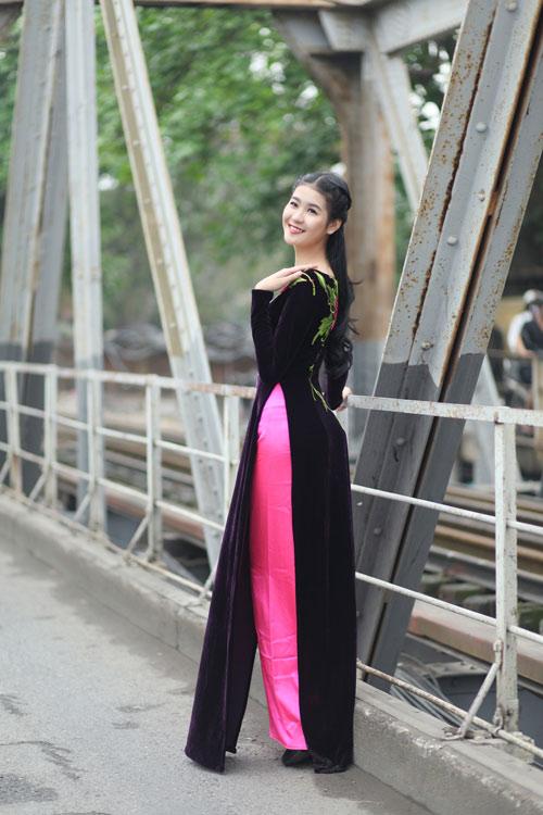 Hà Phương e ấp với áo dài nhung thêu - 9