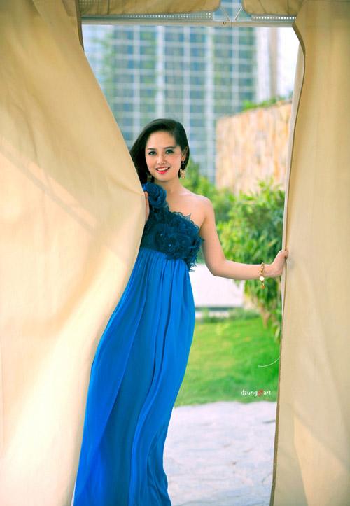 MC Ngọc Trang quyến rũ với váy maxi - 1