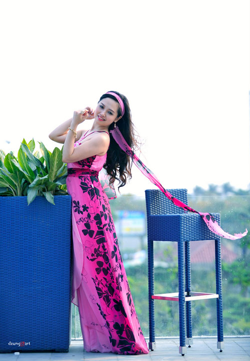 MC Ngọc Trang quyến rũ với váy maxi - 6