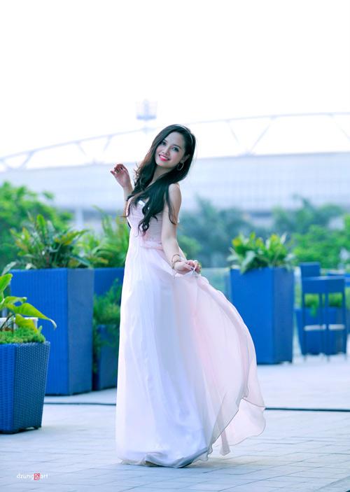 MC Ngọc Trang quyến rũ với váy maxi - 11