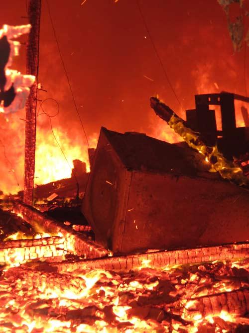 Cháy dữ dội Trung tâm văn hóa Quảng Bình - 4