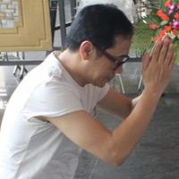 Thành Lộc cúi lạy linh cữu NSUT Hồ Kiểng