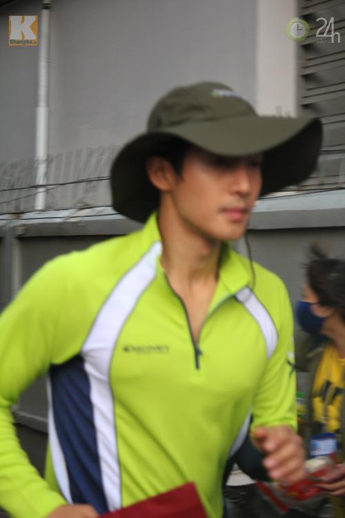 Kim Hyun Joong mặc áo dài Việt Nam - 9
