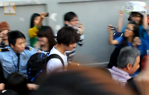 Kim Hyun Joong mặc áo dài Việt Nam - 12