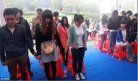 TQ: Nữ sinh tự tổ chức đám tang cho mình - 2