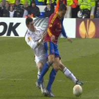 Pha gập cổ chân kinh hoàng của Bale